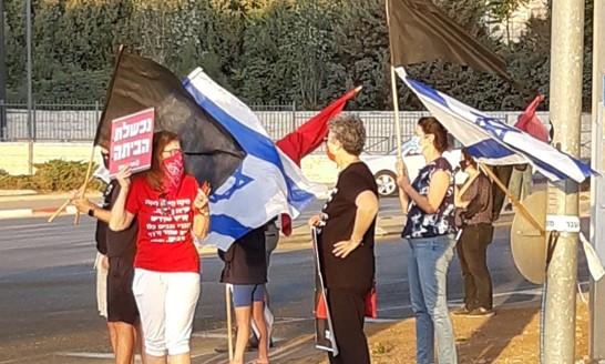 מחאות נגד נתניהו ברחבי הארץ; בחיפה הפגינו כאלפיים איש במרכז הכרמל
