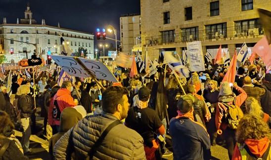 חרף הקור והגשם: אלפים רבים הפגינו ברחבי הארץ ודרשו את התפטרותו של נתניהו