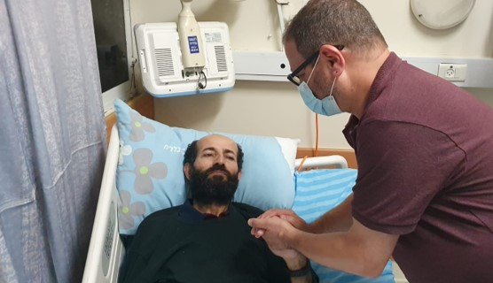 העציר הפלסטיני מאהר אלאח'רס הפסיק את שביתת הרעב לאחר 103 יום