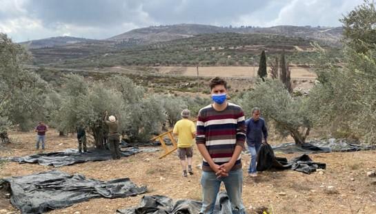 חוזרים לכפר קליל לאחר שבשבת שעברה חיילים מנעו את מסיק המשותף הפלסטיני-ישראלי