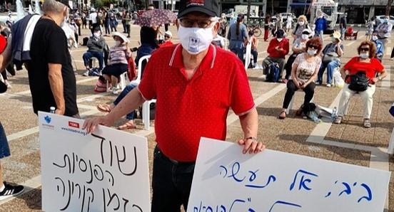 מאות גמלאים מחיפה והצפון הפגינו בכיכר רבין נגד הקיצוץ בפנסיה