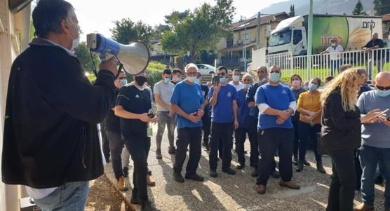 לחם-עבודה: עובדי המאפייה המרחבית הפגינו במרכז קריית שמונה