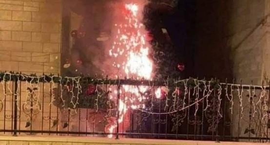 """מק""""י וחד""""ש גינו הצתת עצי אשוח במהלך הלילה בשתי כנסיות בסכנין"""