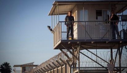 ארגוני זכויות אדם עתרו נגד השר אוחנה בגלל סירובו לחסן את האסירים
