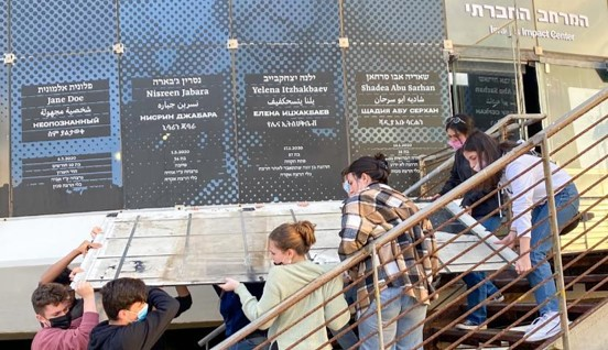 מייד לאחר הסגר: ביקור במרחב החברתי בכיכר אתרים בתל-אביב
