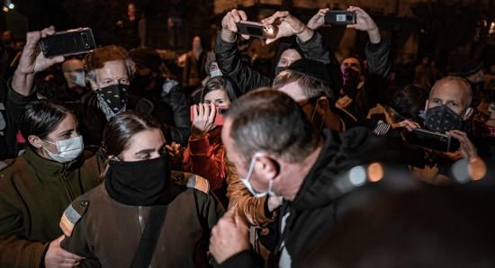 משטרת המחשבות: חקירה פוליטית של פעילי המחאה נגד נתניהו במחלק לפשעים חמורים