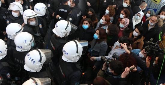 משטרו של ארדואן רוצה לבטל את החסינות הפרלמנטרית של כמחצית סיעת השמאל