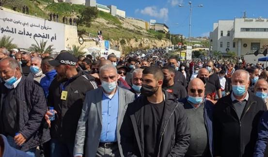 חרף חסימות המשטרה: רבבות הפגינו באום אל-פחם נגד ממשלת הימין והאלימות