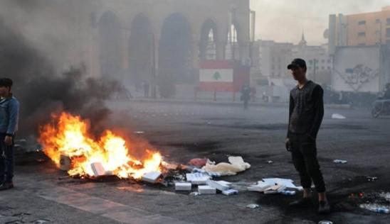 יום שני של זעם: על רקע המשבר הכלכלי מפגינים חסמו כבישים ברחבי לבנון