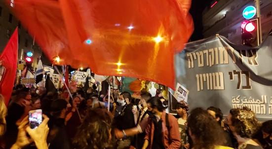 שלושה ימים לבחירות: רבבות הפגינו נגד ממשלת הימין של נתניהו וקראו לנצחו בקלפי