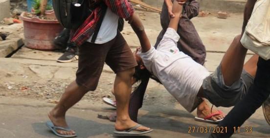 מיליונים ברחובות: עשרות מפגינים נהרגו בידי כוחות הביטחון במיאנמר