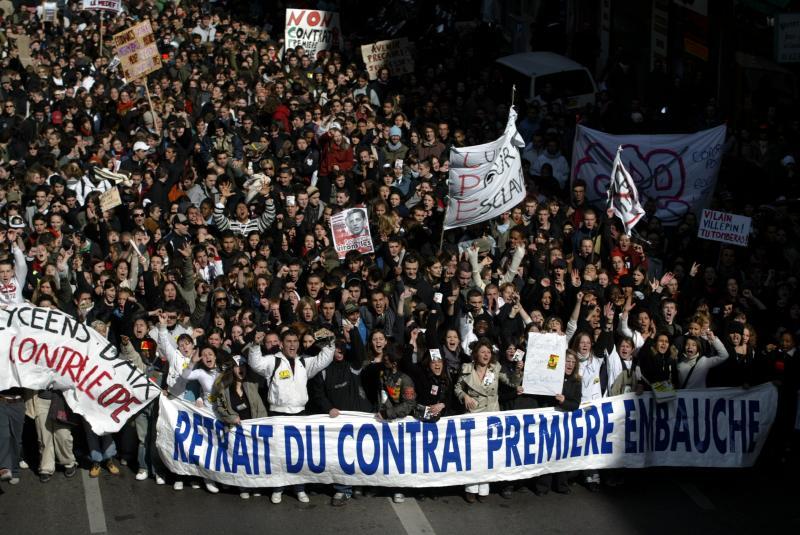 """צרפת לא שקטה: ב-28 במרץ 2006 """"יום הפעולה הרביעי"""" מיליוני מפגינים לא אפשרו לחוק נגד העובדים לעבור"""