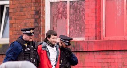 חמישה נעצרו: פעילים התומכים במאבק העם הפלסטיני השתלטו על שני מפעלים של אלביט בבריטניה