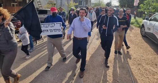 מאות יהודים וערבים הפגינו בכפר כמאנה במועצת משגב בעקבות פשע שנאה