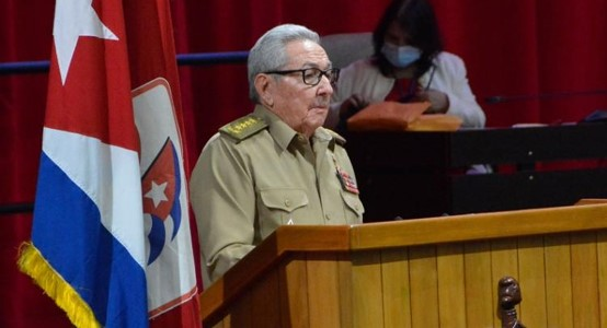 הנשיא לשעבר ראול קסטרו התפטר מתפקידו כמנהיג המפלגה הקומוניסטית הקובנית