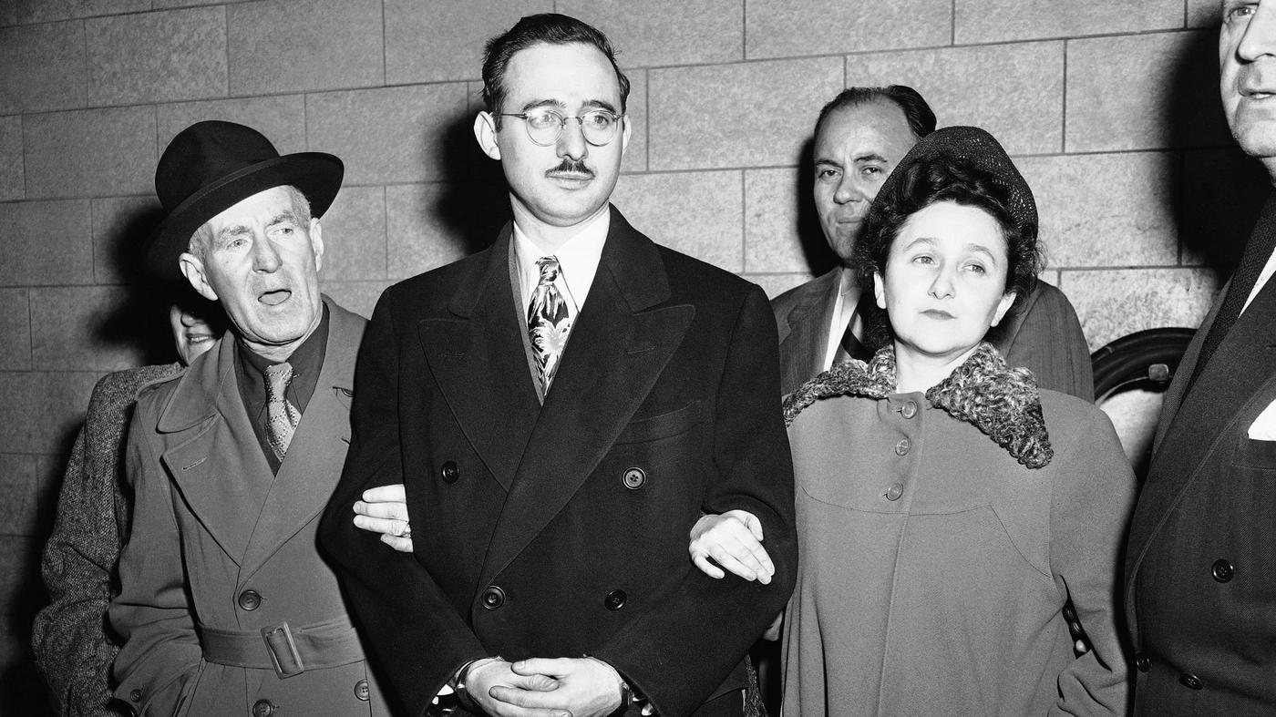 המלחמה קרה, רדיפות פוליטיות ומשפטים מתוקשרים: הזוג רוזנברג