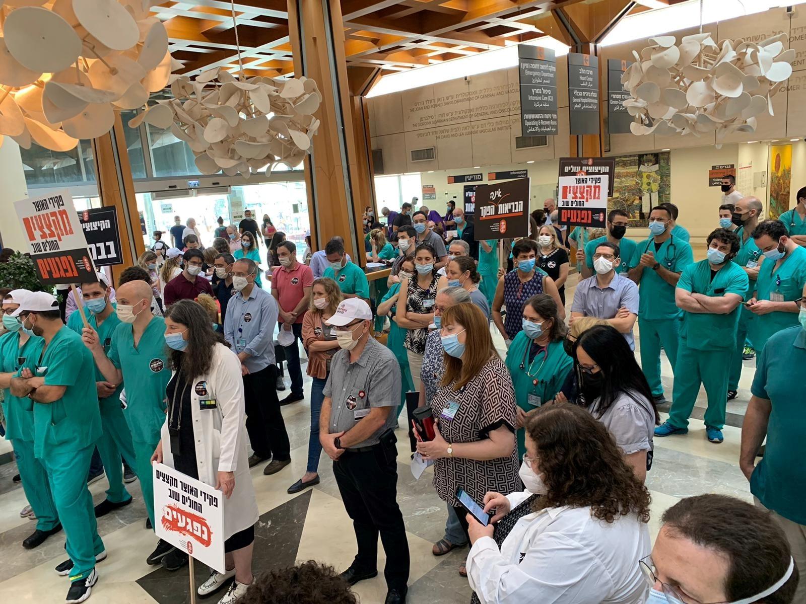 משבר התקנים בבתי חולים: נציגי הרופאים והאוצר ייפגשו בעקבות השביתה