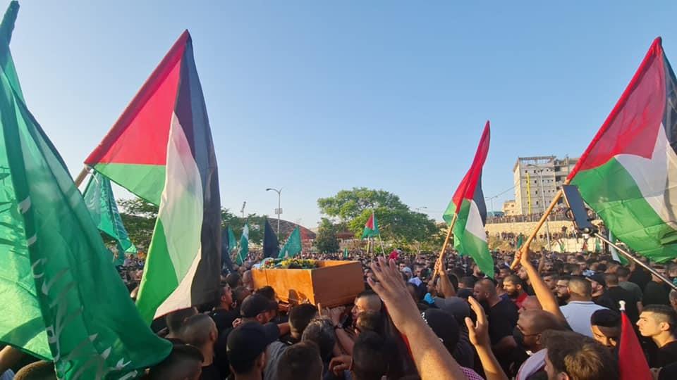 אלפים השתתפו באום אל-פחם בהלוויית הנער שנהרג מירי של שוטרים