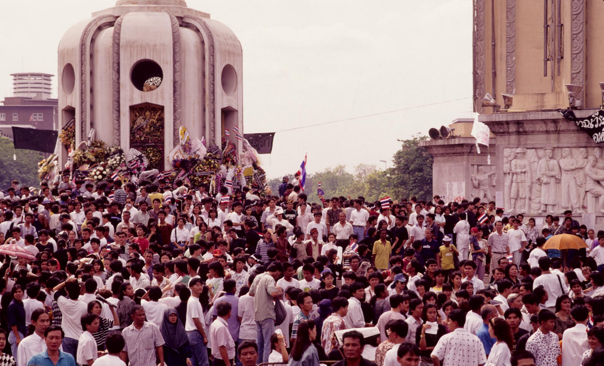 מאי השחור \ מאי המדמם: 17 במאי 1992 אלפי תאים צועדים ברחובות בנגקוק נגד המשטר הצבאי