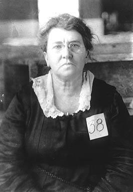 ב-14 במאי 1940 נפטרה אמה גולדמן שהניחה תשתית מפוארת של רעיונות פמיניסטים – אנרכיסטיים