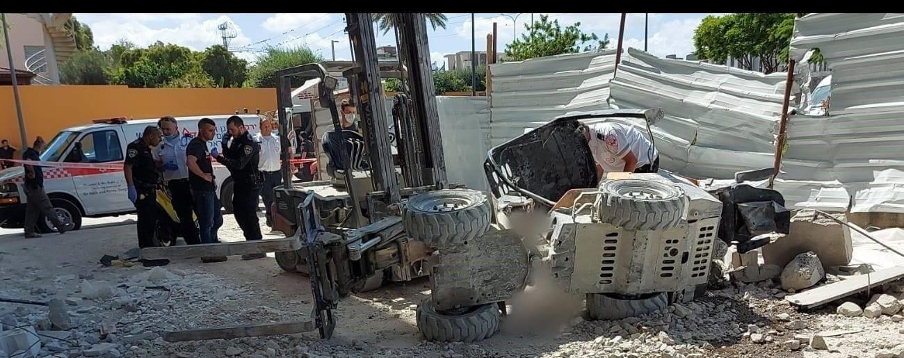 הקרבן ה-23 בתאונות עבודה: נהג מלגזה נהרג לאחר שנפל מגובה בהרצליה