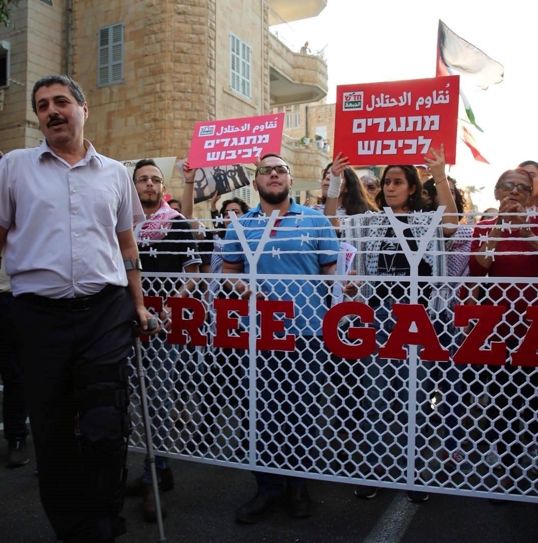 הוגשה תביעה אזרחית נגד שוטר שתקף מפגינים ערבים בחיפה ובהם מנהל מוסאוא