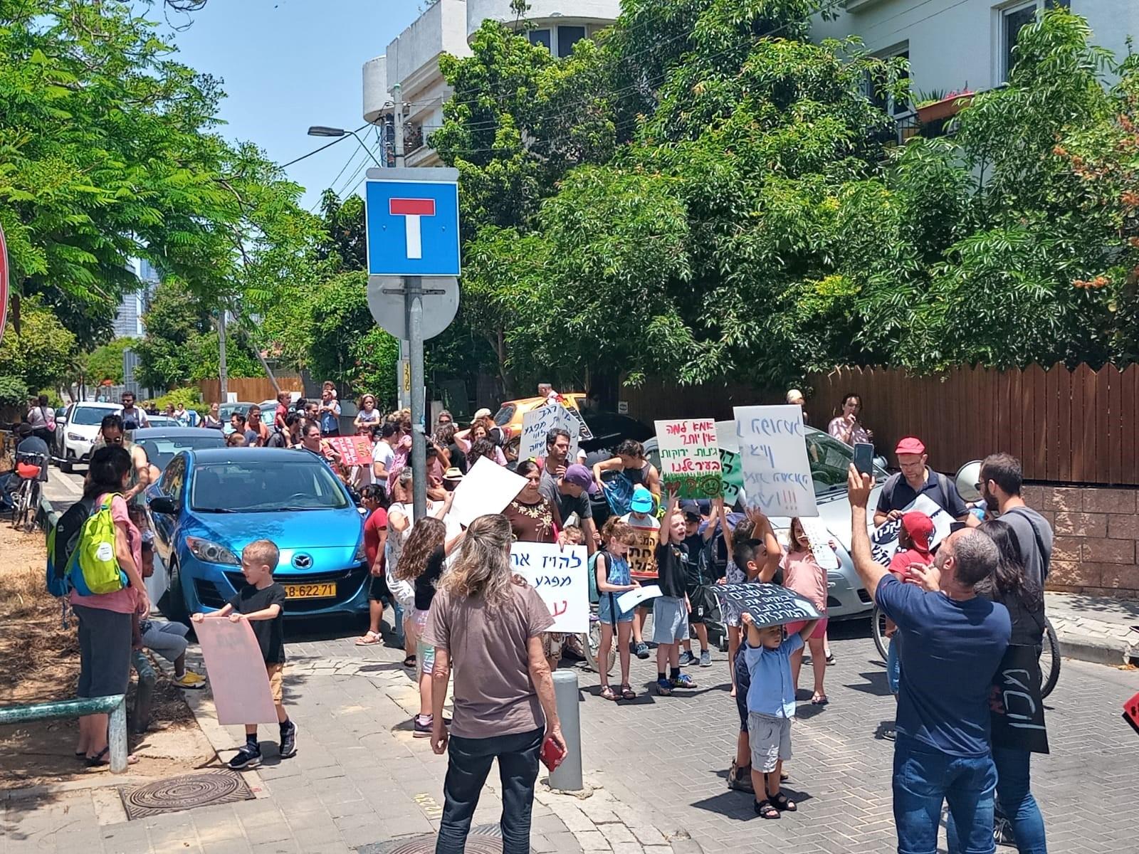 """המשטרה עצרה חברת מועצת העיר ת""""א-יפו בעת מחאה בשכונת נווה שאנן"""