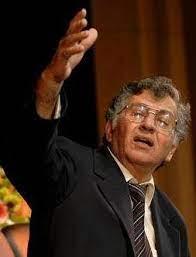 סמיח אל קאסם מן המשוררים הערבים פלסטינים הדגולים שהיה גם הומוניסט ענק;מת היום לפני 7 שנים בכפר ראמה