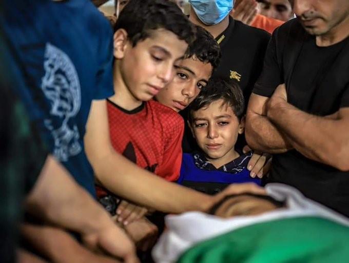"""11 פלסטינים נפצעו ברצועת עזה מירי חיילי צה""""ל בהפגנות נגד המצור"""