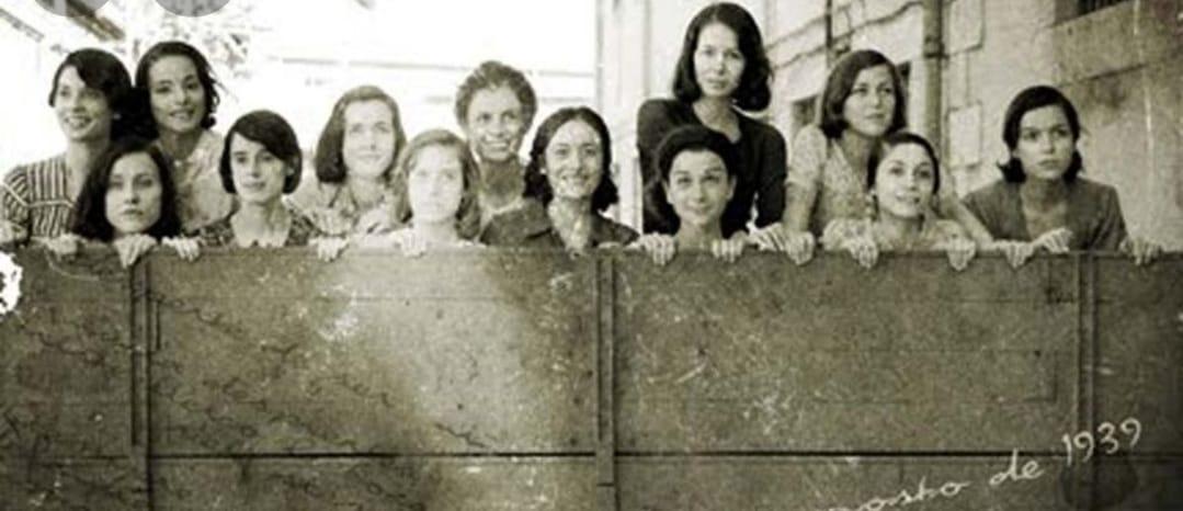 שלוש עשר הורדים ; ב-5 באוגוסט 1939 שלוש עשר נערות סוציאליסטיות הוצאו להורג בספרד הפאשיסטית