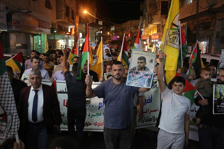 """נמשכות הפגנות סולידריות עם האסירים ברחבי הגדה; מק""""י וחד""""ש: לשחרר את הכלואים בגין מאבקם בכיבוש"""
