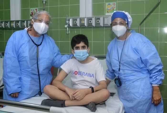 ראשונה בעולם: קובה החלה לחסן נגד קורונה ילדים וצעירים מגיל 3 ועד 18
