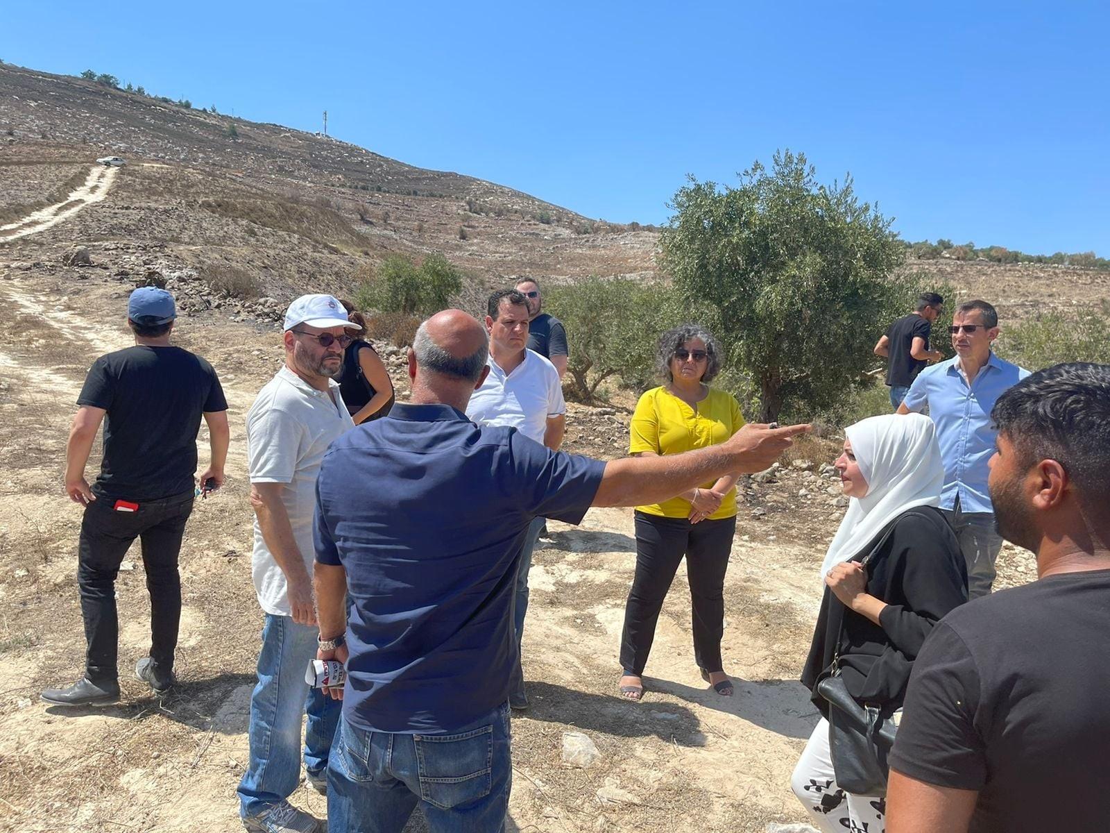 """ישראל מנשלת פלסטינים בכוח: חברי הכנסת של חד""""ש סיירו בכפרים בשטחים הכבושים"""