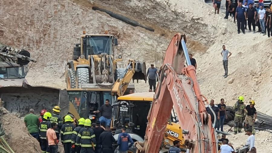 שישה פועלים נפגעו מקריסת קיר באתר בנייה בכפר כנא; חיפושים אחר נעדר