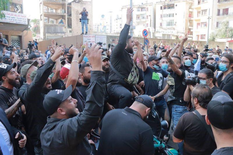 קוראים למצות את חקירת פיצות הנמל: הקומוניסטים הלבנונים מגנים את ההרג בביירות ואת השימוש בנשק