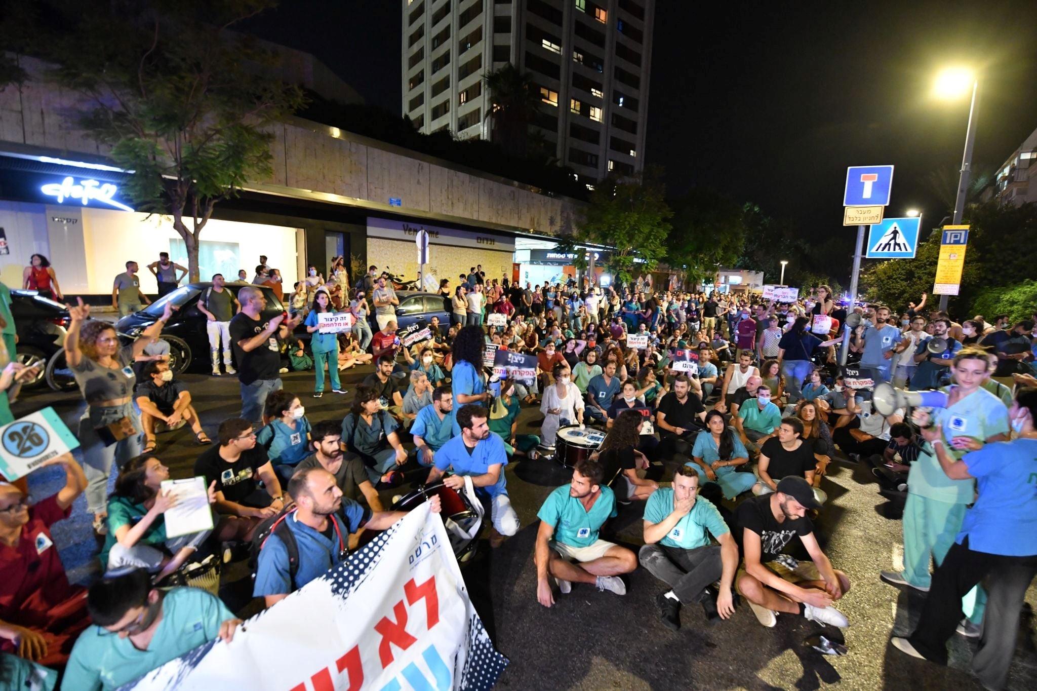 """יפגינו במרכז ת""""א: שביתת הזדהות של הסטודנטים לרפואה ברחבי הארץ עם מאבק המתמחים"""