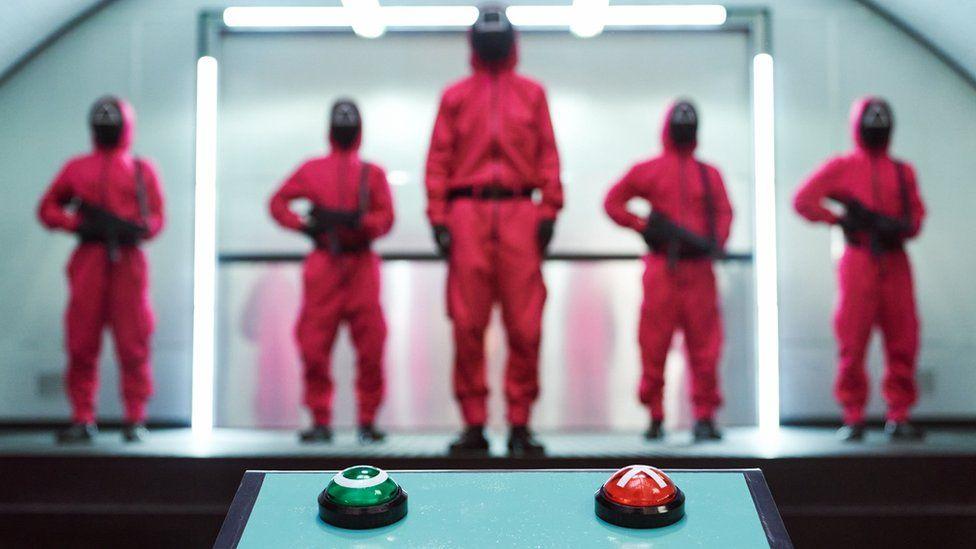 """הסדרה """"משחק הדיונון"""" שופכת אור על הפערים האדירים בחברה הדרום-קוריאנית"""