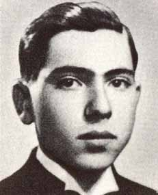 ברנאבש פאשטי (יוז'ף גצלר) נולד ב-20 באוקטובר 1920 ; היה מהנדס כימי ולוחם אנטי פאשיסטי הונגרי